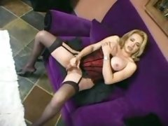 Tranny n guy fuck on sofa